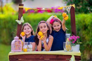 young kids lemonade stand